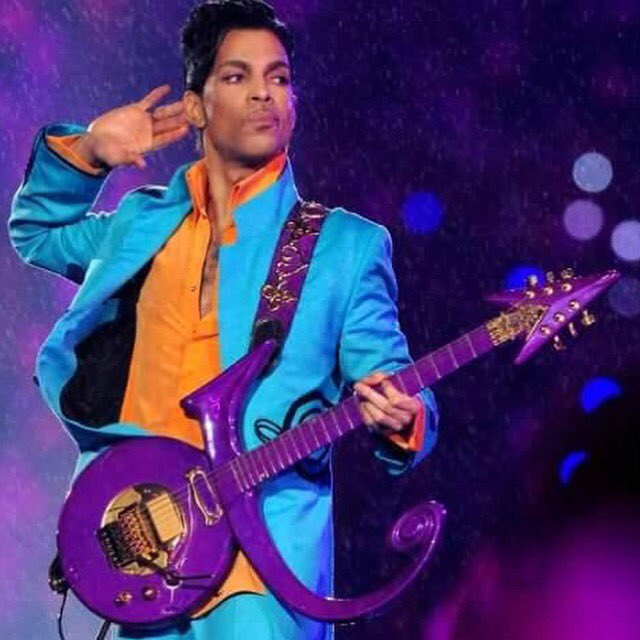 """I only wanted to see you laughing, I only wanted to see you laughing in purple rain."" #RIPPrince #PurpleFriday https://t.co/B1ffaJcTJv"