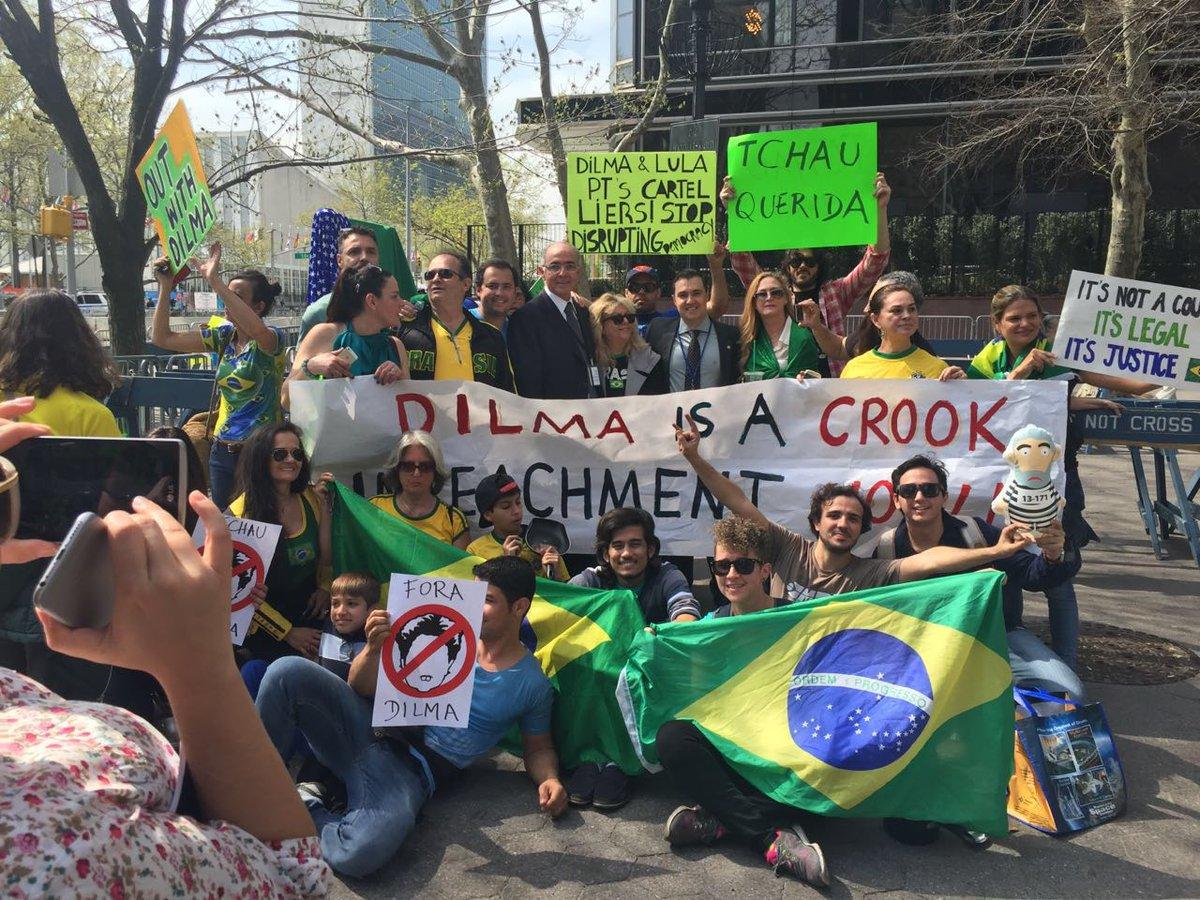Encontro com manifestantes pró-impeachment que vieram desmontar a farsa que Dilma quis apresentar aqui em Nova York https://t.co/50GGGfjeMh