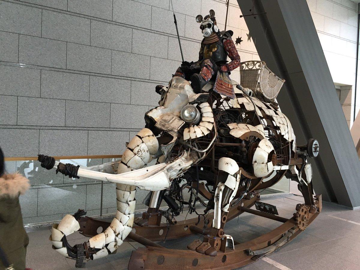 東京近代美術館のマッドマックス感溢れるイケてるオブジェ https://t.co/wa2dVfftqM