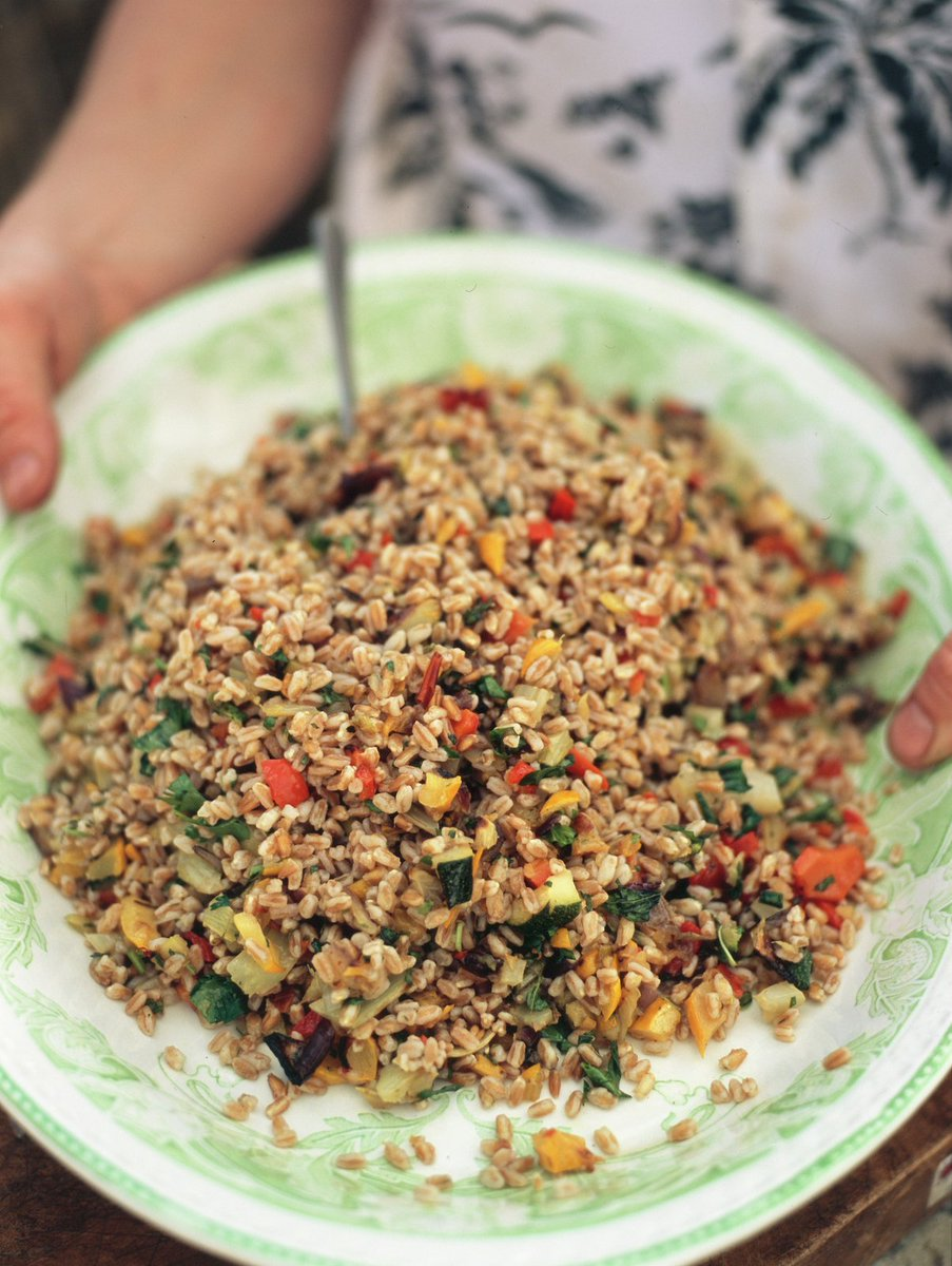 #RecipeOfTheDay - This veggie salad really brings out the lovely nutty flavour of the farro! https://t.co/R0On7SxvXb https://t.co/z53gYvJaCK