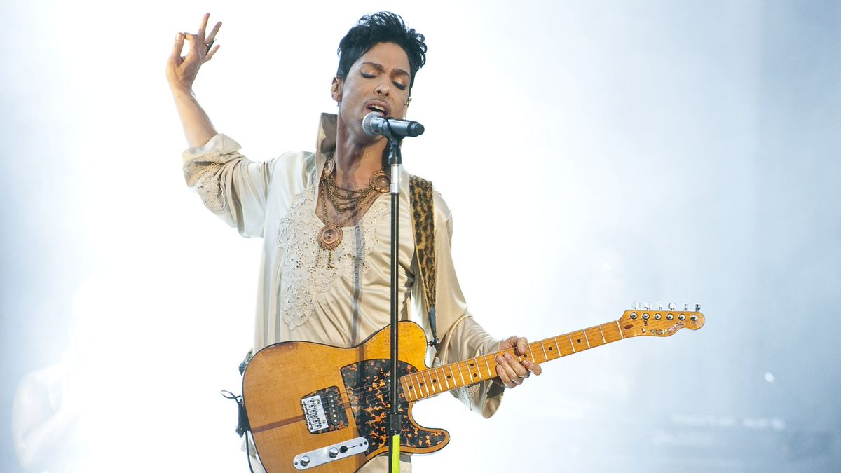 Watch Alicia Keys, Mariah Carey, And More Honor Prince Through Song
