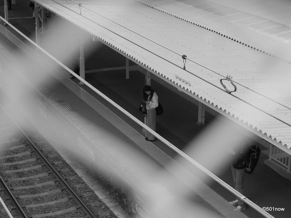 @501now: 『待つ人』#写真撮ってる人と繋がりたい#写真好きな人と繋がりたい#ファインダー越しの私の世界#写真 #