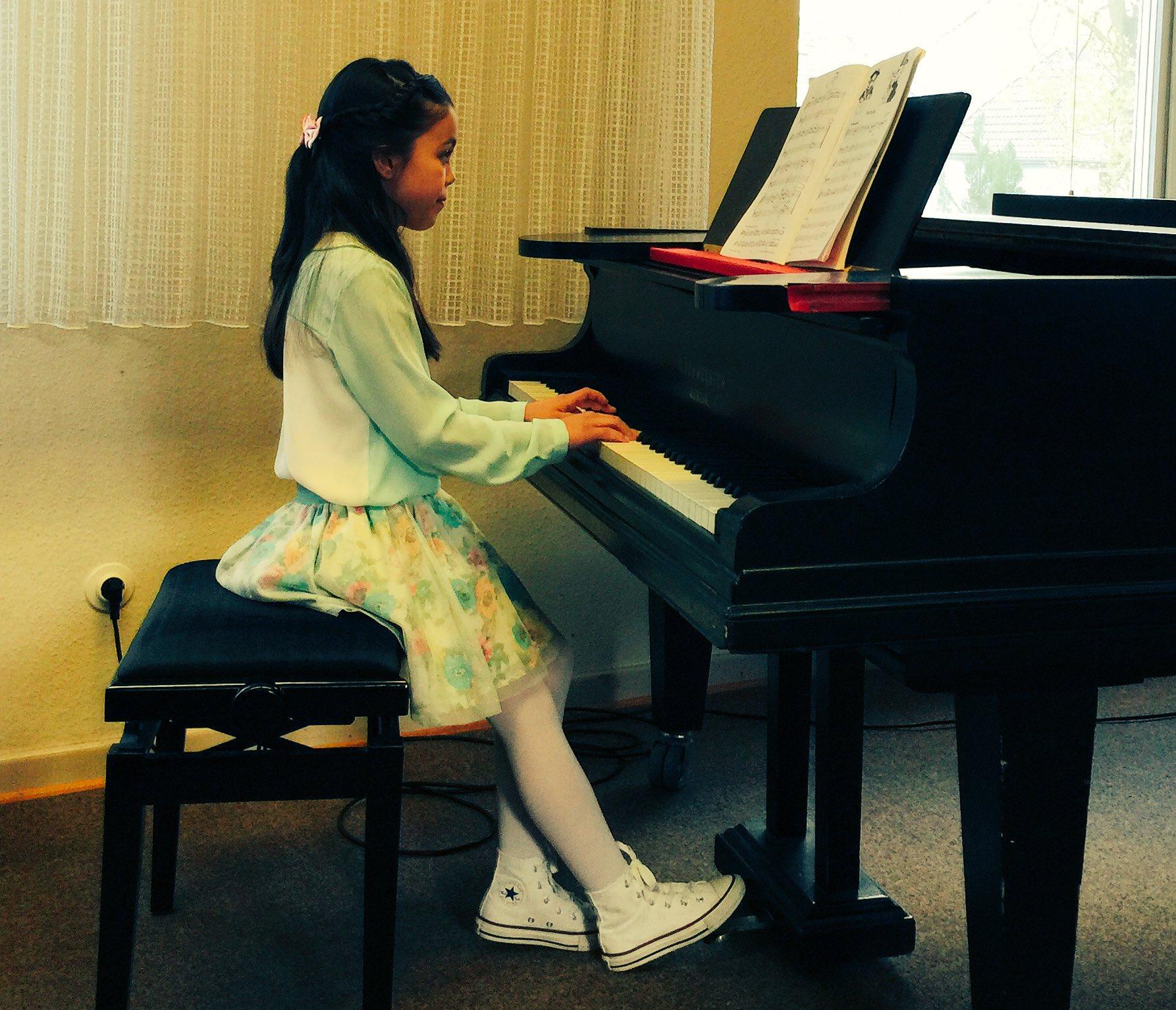 Musikschule @duisburg_de hat heute ein tolles Programm zusammengestellt. Herzl. Glückw. an alle jungen MusikerInnen! https://t.co/N8ByTV16St