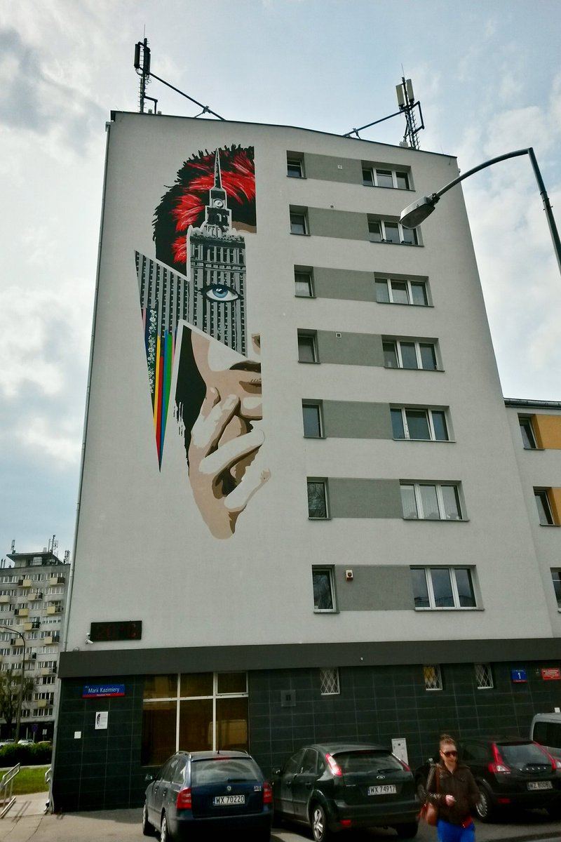 @amandapalmer A Warsaw tribute to Bowie, painted this week. Right in my neighbourhood. I think they nailed it. https://t.co/piGKRVT2rf