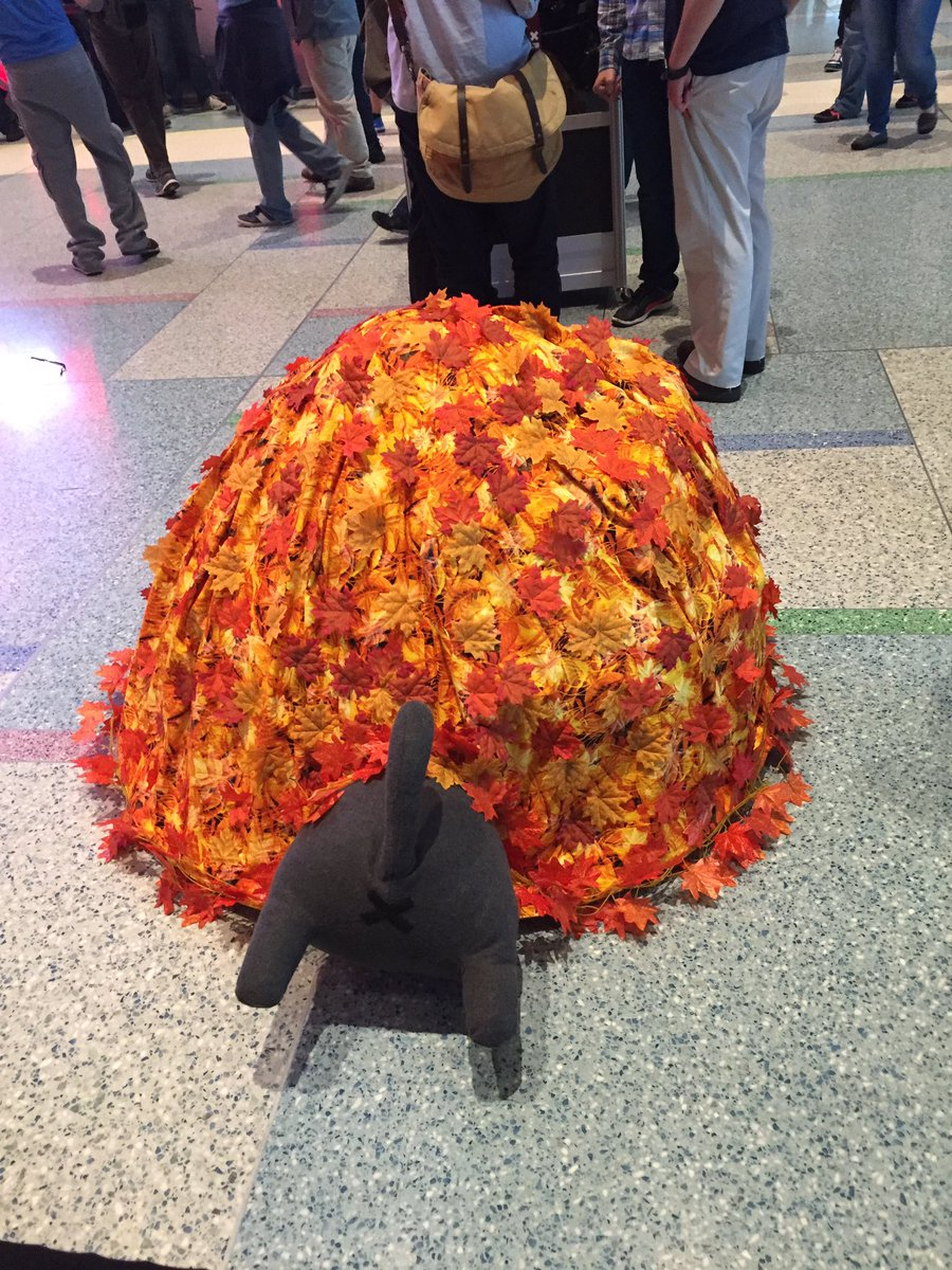 OH MY GOD Neko Atsume cosplay at #PAXEast https://t.co/thdjwS5XIR