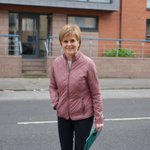 Just met @NicolaSturgeon out and about in the #Gorbals Glad I had my good camera @MhairiHunter @alisonthewliss https://t.co/xGezxyhEnh