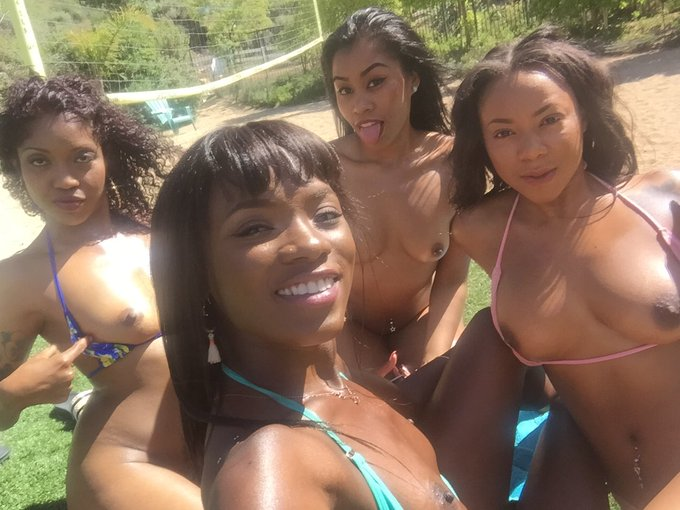 I know it's not Tuesday but here's some titties with @LotusLain @ItsKinkCity @DiamondMonrow ?????? https://t