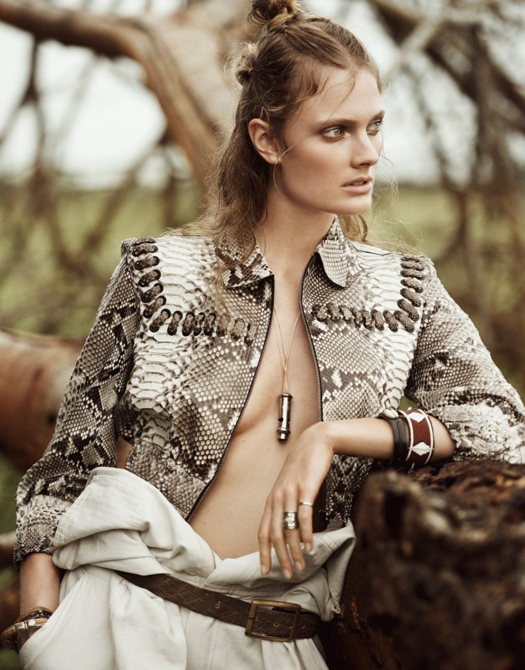 Exotic print and lace detailing give a wild beauty to @constancejab in the latest @PORTERmagazine. #FendiSS16 https://t.co/bORLrbETmi