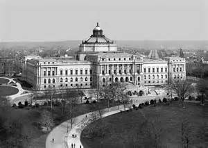 Today in 1800, Congress approved the purchase of books to start the Library of Congress: https://t.co/RuJIhwZe4f https://t.co/aeAFfJtRUY