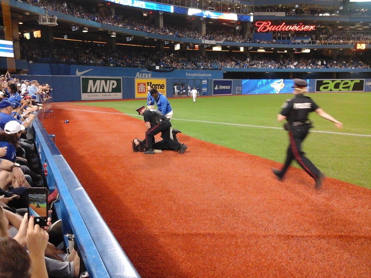 Very drunk girl just walked on the field like no big thing. #BlueJays https://t.co/ElceTT7XAg