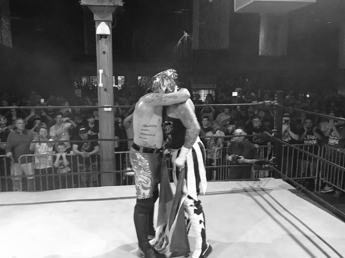 610 fans A very special evening of professional wrestling excellence.  Thank you Chicago. https://t.co/61de5oX4Vp