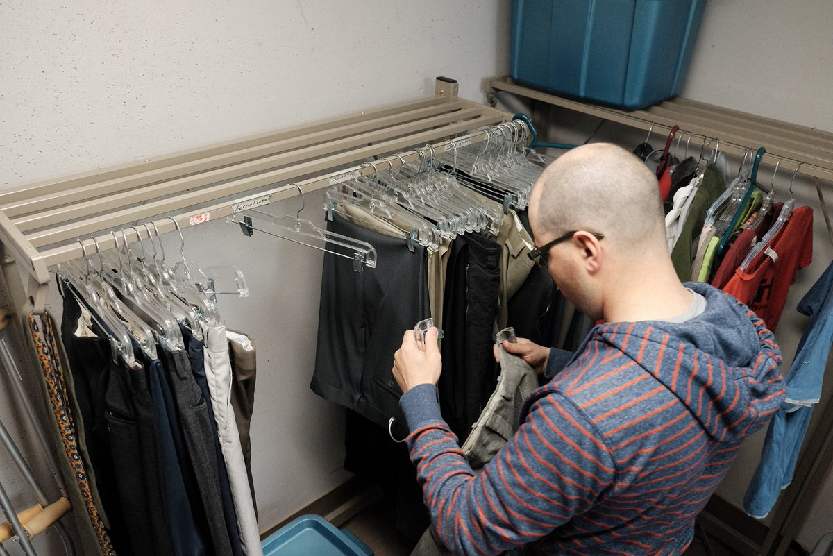 Our clothing room is almost empty. We urgently need men's spring & summer clothing: jeans, shorts, shirts and shoes. https://t.co/Edg1nouOSG