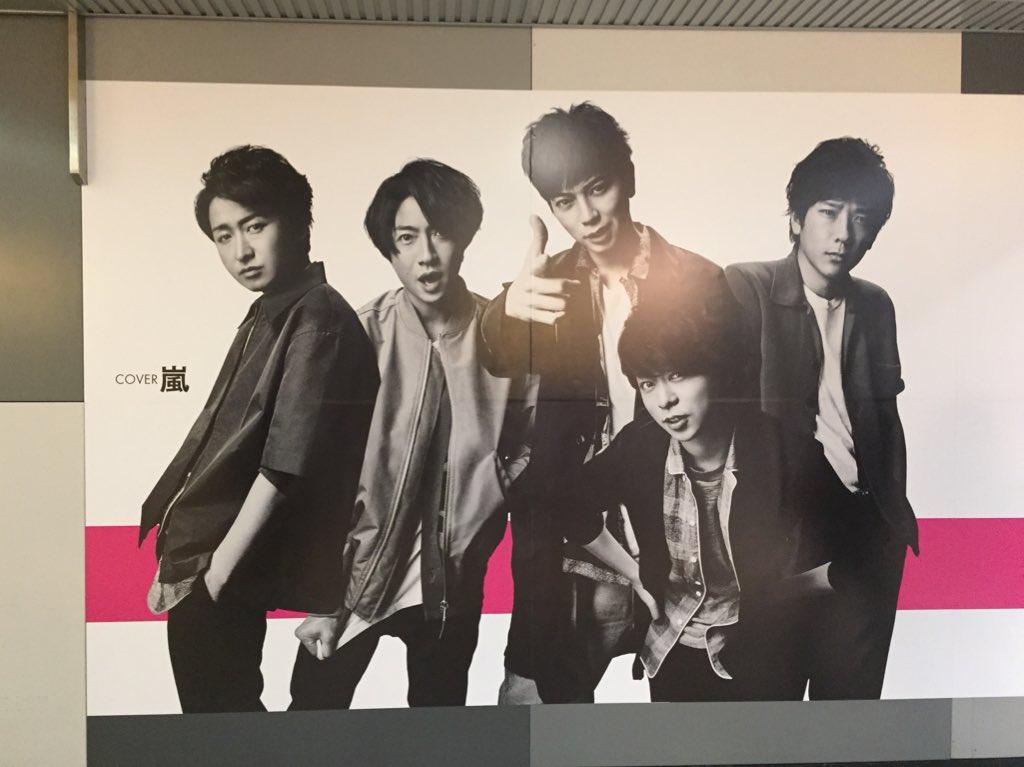 渋谷メンノン広告見てきたよー!① 全体図こんな感じ。長い。人通りが多くてパノラマはこれが限界だった。 https://t.co/Qt9tA7pnNN