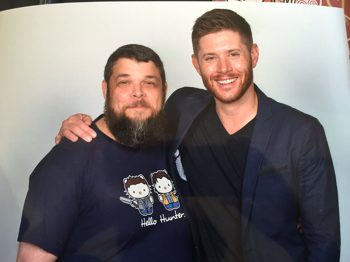 I finally got to apologize for making @JensenAckles into a cat #Asylum16  #SPNFamily https://t.co/tbQ1EvfBKy