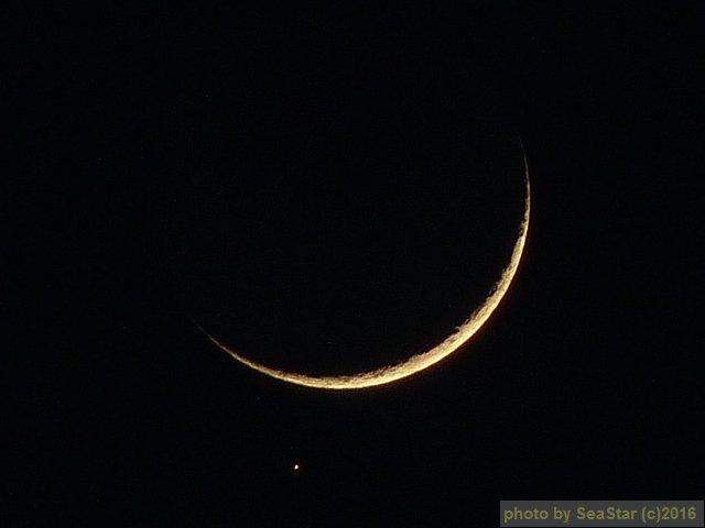アルデバラン食(出現)から18分くらい経ったところ。月の移動がわかりますね。デジスコではなくて,Lumix FZ-38のマニュアルモードで撮影。2016/05/08 19:45,沖縄県那覇市。 https://t.co/vzYDjJwlIm