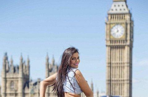 RT @PublinewsGT: [FOTOS] Miss BumBum 2015 posa en tanga y causa revuelo en Londres https://t.co/tqIx8rw8E1 https://t.co/UpdBdS2iGC