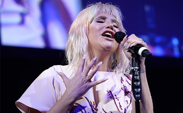 Kesha performed an emotional cover of Lady Gaga's 'Til It Happens to You':