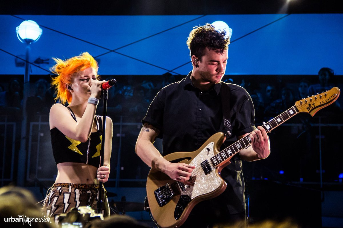 Hey @paramore @yelyahwilliams @SWEparamore @ParamoreINTL #Parahoy pics are here :) https://t.co/LSAm24ipC2 https://t.co/MaXclCVpwD