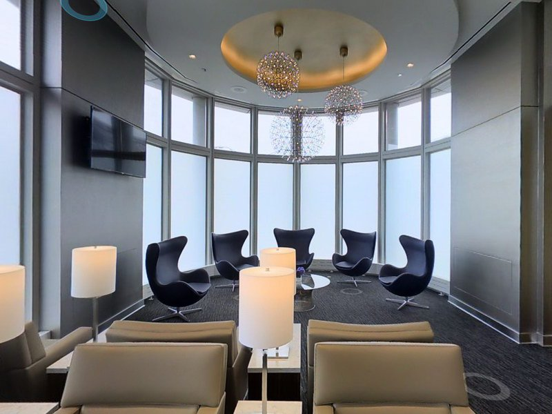 MT @lounge_review: The @united Club by B18 has re-opened & offers complimentary hot food!