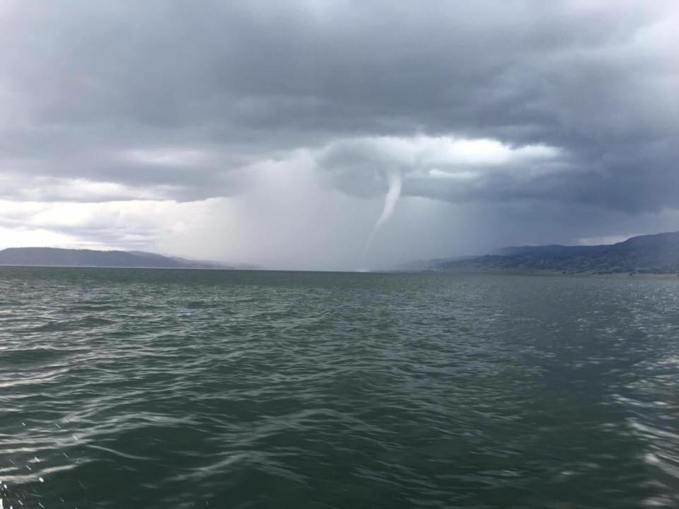 Here's a photo from Berryessa . Tornado over water 2:25pm https://t.co/14XkcyJYkC