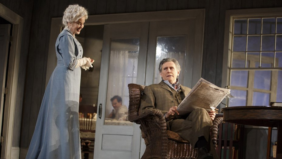 Jessica Lange in 'Long Day's Journey Into Night': Theater review