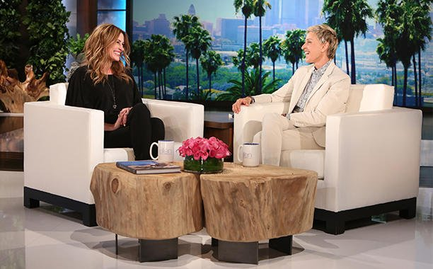 Julia Roberts and Ellen DeGeneres compare their amazing Taylor Swift concert stories:
