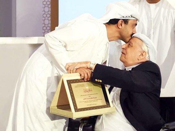 صاحب السمو الشيخ عبدالله بن زايد يكرم الوالد عيسى القرق والسفراء المتقاعدين. شكرا لتكريمكم صاحب السمو @ABZayed https://t.co/Xc1A293y6X