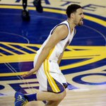 Splash. Klay Thompson is the 1st player with back-to-back playoff games with at least 7 made 3-pointers. https://t.co/j9QzntdoFl