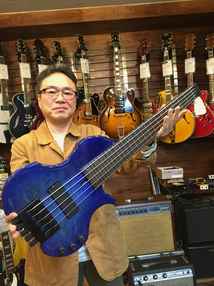 京都に工房を構えるCharo's(チャローズ)。  ベース界で密かに話題を集めている新鋭ブランド。  ギタースケールで設計された画期的なコンパクト・ヘッドレスベース。  遂に...5弦モデル完成! https://t.co/ME5hAGn5aR