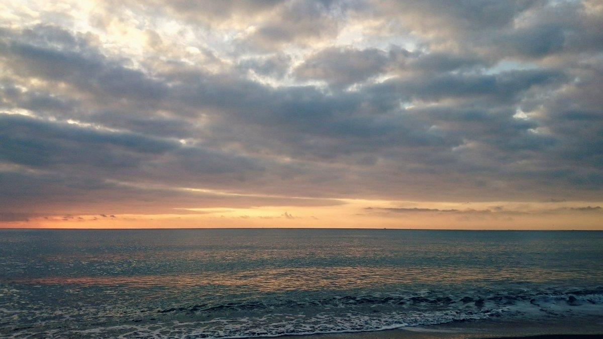 Tómate un respiro! #Marbreak  #Torremolinoadespierta. https://t.co/n9K4rv2MBB
