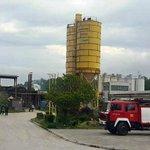 Tuzla: Radnici se popeli na silos i prijete samoubistvom https://t.co/w9zeiBjuCr #Tuzla #Kvarc #BiH #strajk https://t.co/Q8hX6STFbg