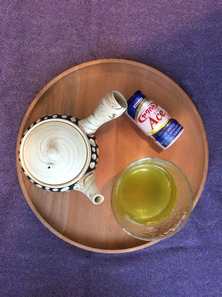 台湾には緑茶とヤクルトを混ぜて作る飲み物がある