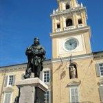 Conoscete il Palazzo del Governatore in Piazza Garibaldi a #Parma? Scoprite di più: https://t.co/WsHcD2MASy https://t.co/WmaEd4MNkb