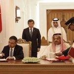 قطر وتركيا توقعان اتفاقا عسكريا مشتركا يسمح بتمركز قوات تركية على الأراضي القطرية .. #قطر #تركيا https://t.co/rJCIn5KRcJ
