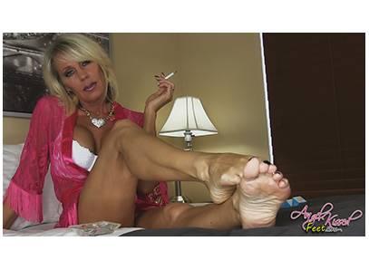 #MILF #EroticNikki #Smoking #Barefoot #barefoot #soles #toes #bra JUSUJuGJ4Z