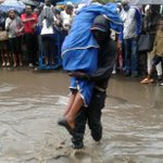 Desperate times calls for desperate measures on the other hand business opportunities arose #NairobiFloods https://t.co/Xt5o41SZyG
