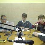 Los alumnos del cole preparan el programa de radio que se emite semanalmente en Radio4G https://t.co/4jlYLIrUSO