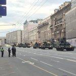 Танки у мэрии;) Путин ввел войска :)) #Москва https://t.co/98CUwH4FFL
