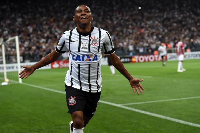 """Elias nega preocupação com empate do Corinthians: """"Ruim está o @Gremio"""" https://t.co/fmFsRjXc8i https://t.co/vhiN8MmUbU"""