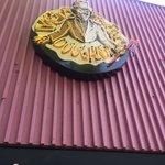 .@BernieSanders stops into Eugenes Voo Doo donuts to see their Sanders-themed treats https://t.co/wEOZkIBA8V