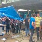 En punto de recolección de firmas en la UCV, colectivos se llevaron planillas. https://t.co/TK4Toh6xin