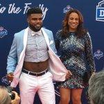smh. --- RT @CSNBears: Ezekiel Elliott rocking the crop top with a bow tie. #NFLDraft2016 https://t.co/KYIWiIPog7