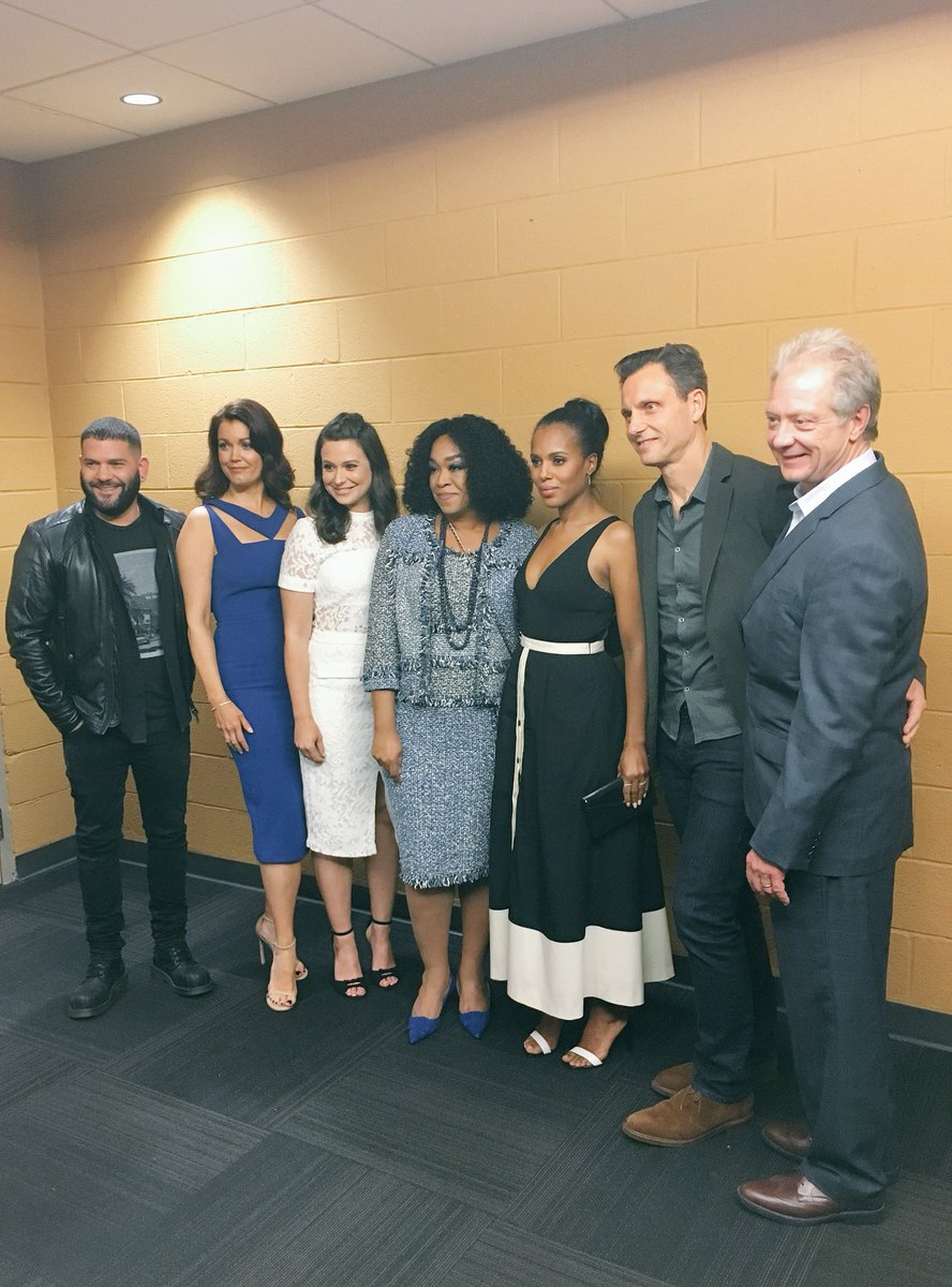 @shondarhimes and the @ScandalABC cast are ready for #SCANDALatSI! #TGIT https://t.co/g9zEaXhc5O