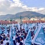 ¡La Plaza Juárez se pintó de turquesa! Gracias a todos mis amigos de @NuevaAlianzaHg por esta gran bienvenida. https://t.co/adc0qY1t2x