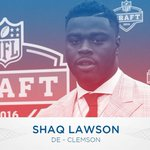 With the 19th pick in the 2016 #NFLDraft, the Bills select Shaq Lawson!  Welcome to the family. #BillsRunDeep https://t.co/tghDA3MMHC
