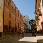 Magnífico recorrer estas calles de La Habana Vieja. #Cuba https://t.co/w5I47foa4M