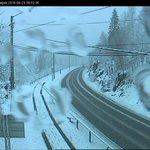 Vinterføre i høyereliggende områder i #Oslo og #Akershus fredag morgen. Bedring fra ca kl 0800. Kjør pent! @VTSost https://t.co/9FHlcW9KAS