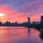 The Boston sunrise was incredible this morning. https://t.co/6UYIbBGYXV