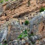 السوجرة قرية بالجبل الأخضر قام أهلها بتأهيلها لاستقبال السائحين وفي القرية مناظر رائعة وممشى مهيأ إلى البيوت الحجرية https://t.co/mv2FSfwea2