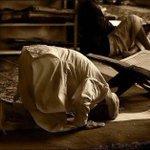 في الخلوه مع الله لن تصاب بالإحراج لو دمعت عينك أو تلعثمت كلماتك فالضعف بين يديه قوة وعزّة . #جمعة_مباركة https://t.co/8Qsi04Vzfs